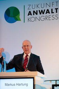 Die Ausbildung von Juristen muss an die veränderten Bedingungen des rechtsmarkts angepasst werden, so Markus Hartung